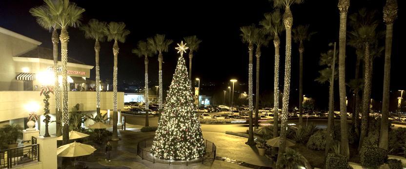 árbol de navidad en centro comercial de San Diego.